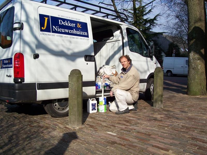 Jan Nieuwenhuizen bij de bus