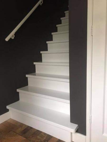 De trap wordt weer mooi wit