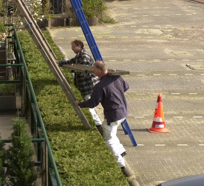 Jan Dekker en Nieuwenhuizen bouwen de steiger